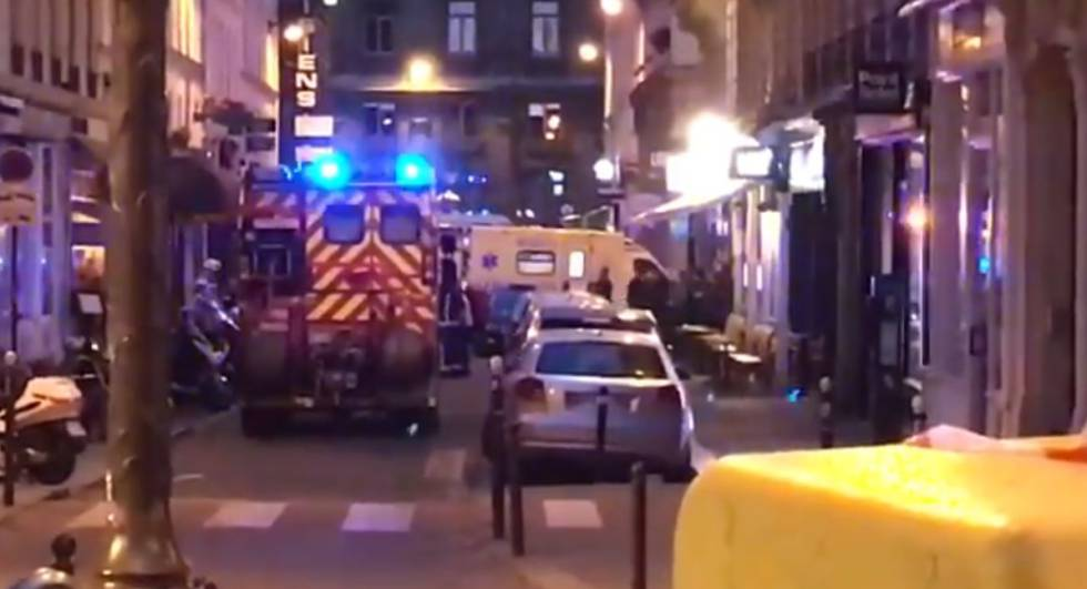 Sujeto acuchilla a varios peatones en centro de París — ÚLTIMA HORA