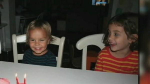 Lucia y Leo Krim de 6 y 2 años