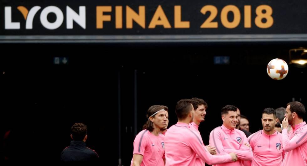 Los jugadores del Atlético durante el enternamiento previo a la final de Liga Europa en Lyon.