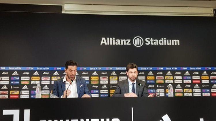 Gianluigi Buffon dio una conferencia junto a Andrea Agnelli, presidente de la Juventus