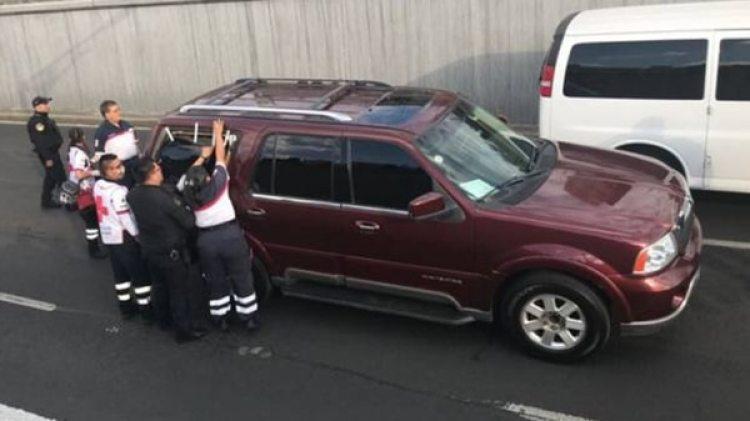 La camioneta en la que apareció el cuerpo de uno de los colombianos. (Foto: Radio Fórmula)