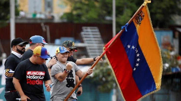 Maradona se presentó para apoyar a Maduro (Reuters)