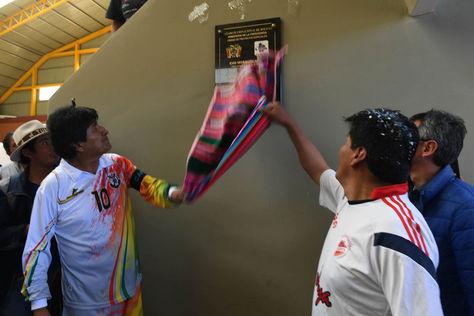 El presidente Evo Morales entrega un coliseo en el municipio de la Joya, edificado con el Programa Bolivia, Cambia Evo cumple.