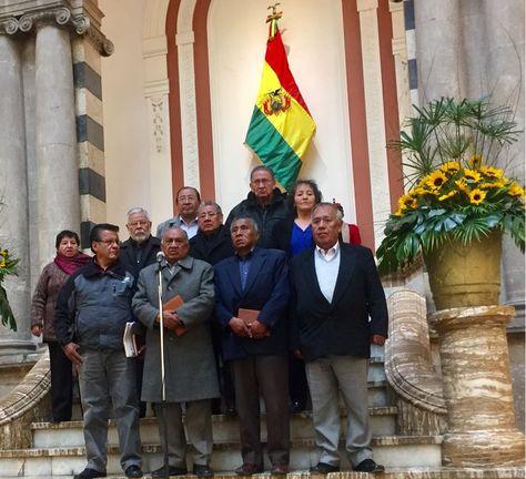 Los dirigentes de los jubilados que se reunieron con el presidente Evo Morales.