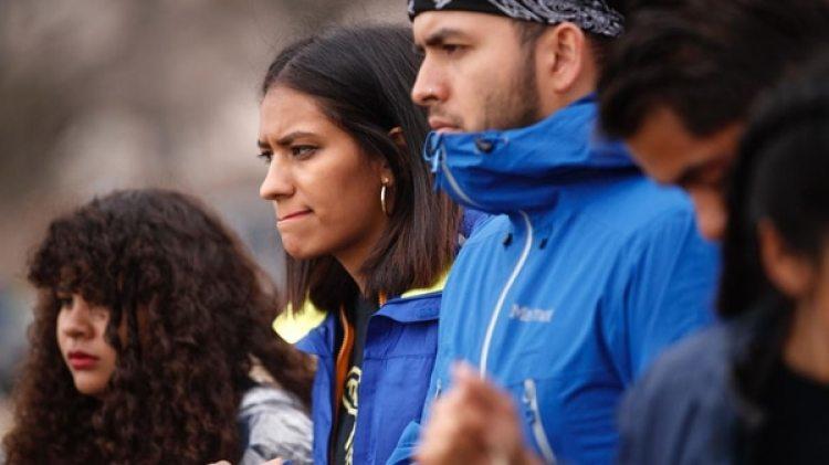"""Según Yvette Peña, vicepresidenta de Liderazgo Multicultural de AARP, antes de sus reportes no se sabía la cantidad tan significativa de """"millenials"""" latinos que existían cuidando de un ser querido en sus hogares"""