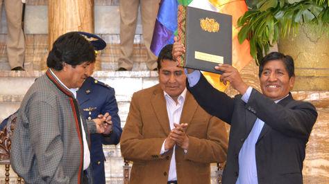 Presidente Evo Morales firma decreto reglamentario de ley que beneficia a la micro y pequeña empresa. Foto:ABI
