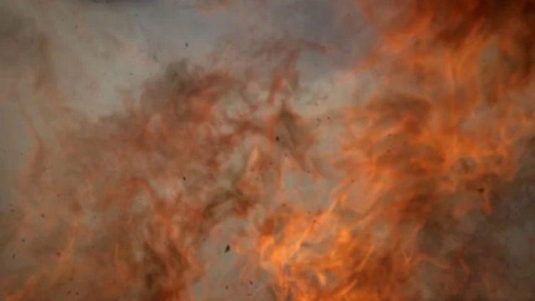 El fuego envuelve la cámara, que alcanza a disparar su última foto (NASA)