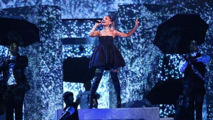 Ariana Grande interpretó su nuevo éxito, No Tears Left to Cry en los Premios Billboard 2018 (REUTERS/Mario Anzuoni)