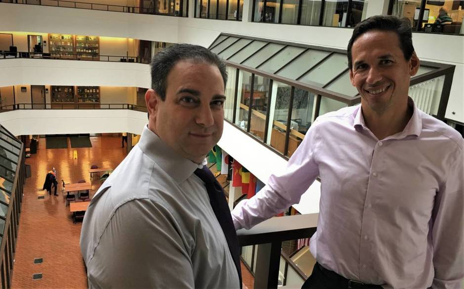 Marty Tankleff y Mark Howard en la Universidad de Georgetown. (C. Pérez Cruz)