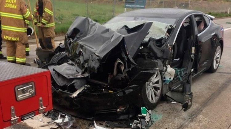 Un vehículo sin conductor de Tesla, protagonista de un choque recientemente (AP)