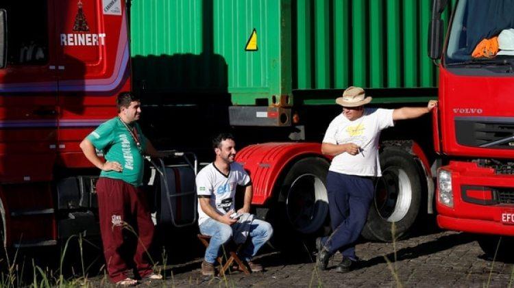 El ministro de Hacienda, Eduardo Guardia, anunció que había llegado a un acuerdo con los presidentes de la Cámara y el Senado para eliminar un impuesto sobre los combustibles (Cide) (Reuters)