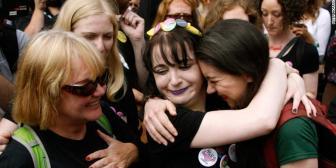 Irlanda vota a favor de derogar la prohibición del aborto