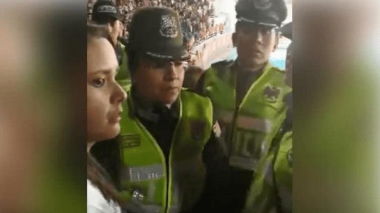 policia y activista