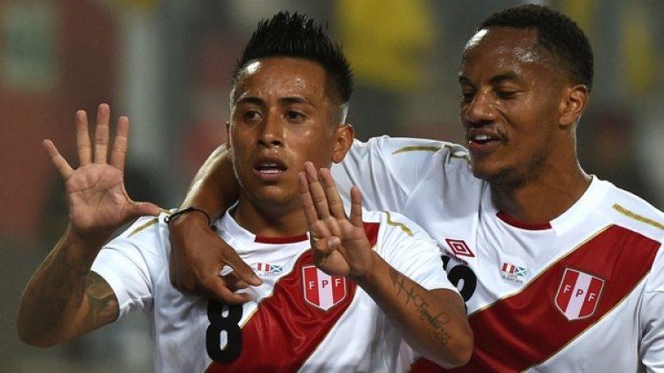 Christian Cueva hizo el primer gol del partido para Perú en el Estadio Nacional de Lima (AFP)