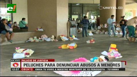Campaña contra abuso a menores: Los peluches llegaron al Palacio de Justicia