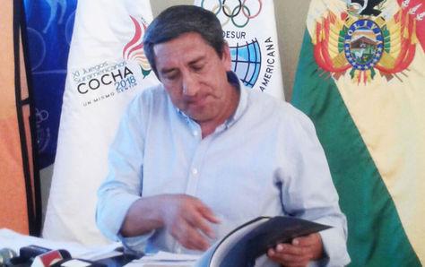 El ministro de Deportes, Tito Montaño, en la conferencia de prensa de este martes en Cochabamba.