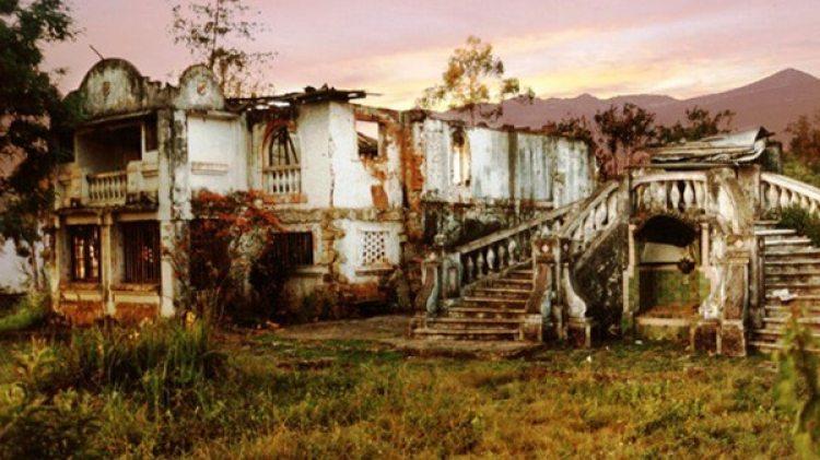 Las ruinas del Hotel Sabaneta, pocos años después de finalizada la Segunda Guerra Mundial.