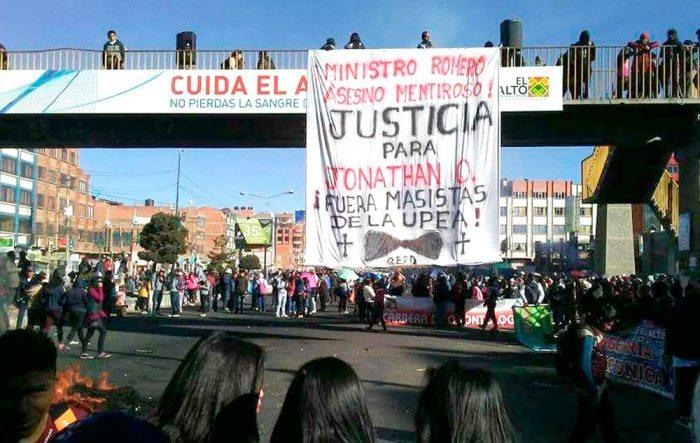 UNIVERSITARIOS DE LA UPEA REALIZAN CONSTANTES MOVILIZACIONES EN LAS PRINCIPALES VÍAS DE EL ALTO EXIGIENDO ¡JUSTICIA!.
