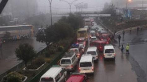 El tráfico vehicular normal a primeras horas de la mañana del primer día de paro en El Alto. Foto: Max Cachaca