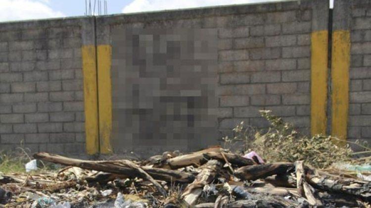 La barda en la que apareció un esqueleto que sería de la mujer desaparecida hace 22 años. (Foto: Especial)