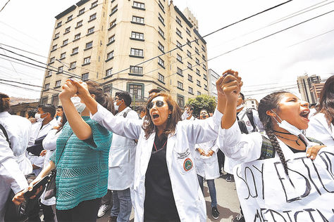 Manifestaciones. El sector médico se movilizó masivamente durante los 18 días de crisis.