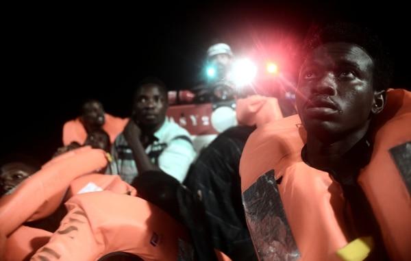 Rechazados por Italia, tres barcos con 630 inmigrantes fueron a Valencia