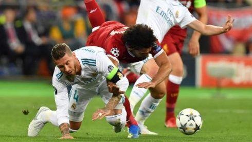 Cúper defiende su decisión de dejar en el banquillo a Salah