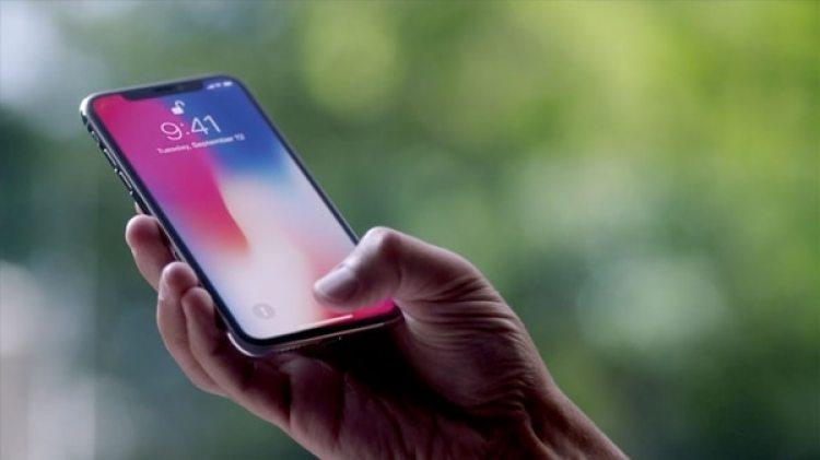 Con la corrección de un problema de seguridad, el iPhone reabre el debate sobre la privacidad.