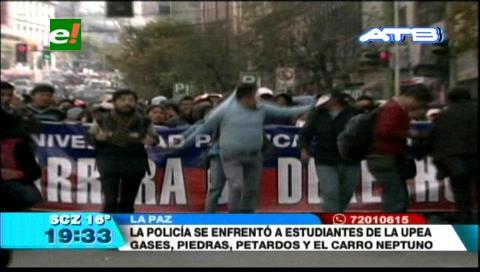 Así se enfrentaron los universitarios de la UPEA con la Policía