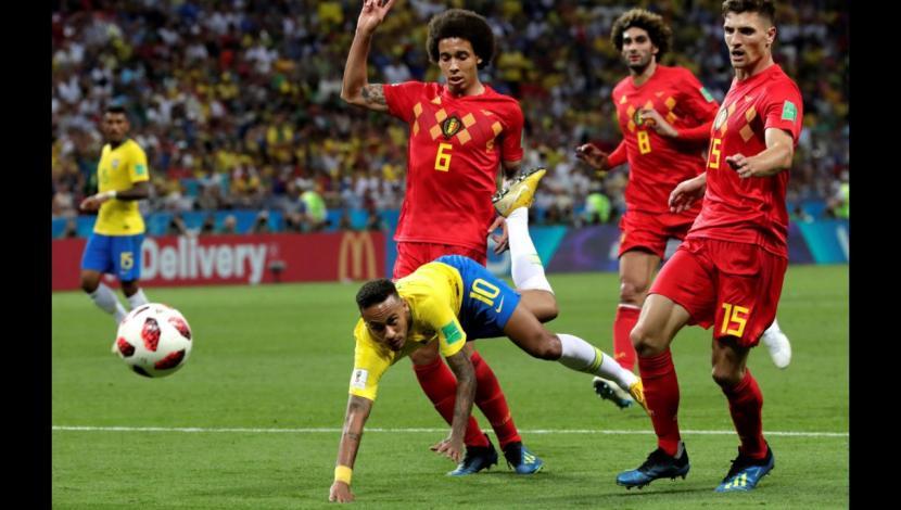 Neymar y su show: Finge penal, reacciona, se ríe y árbitro le perdona la amarilla en el Brasil vs Bélgica