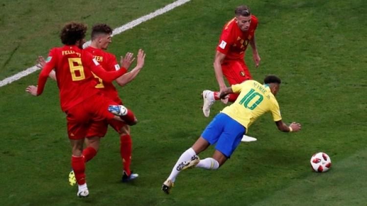 Por sus simulaciones,Neymarse ha convertido en blanco de burlas(REUTERS)
