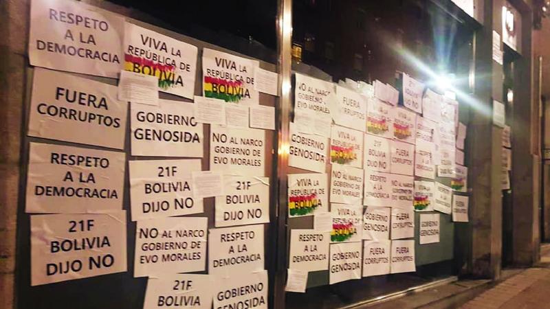 """""""Bolivia dijo No"""" llega hasta el consulado de Bolivia en Bilbao"""