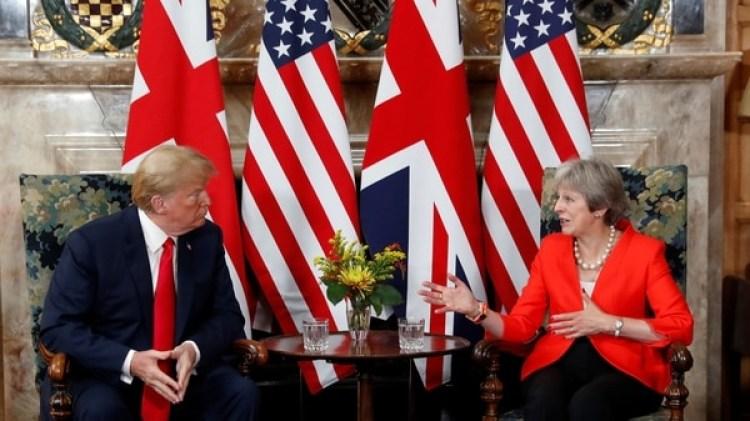 Donald Trump junto a Theresa May (Reuters)