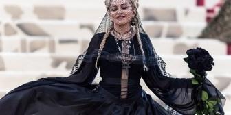 Madonna hace un cameo inolvidable en el nuevo videoclip de Ariana Grande, 'God Is a Woman'