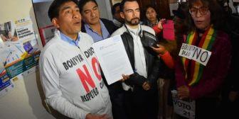 Activistas del 21F entregan carta al TSE y exigen que se pronuncie sobre la repostulación de Evo
