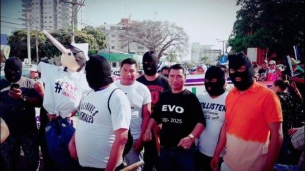 Masistas encapuchados recapacitan por las críticas y deciden dar la cara