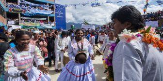 Cocaleros afines a Evo Morales le regalan una parcela con cultivos de coca en Yungas de La Paz