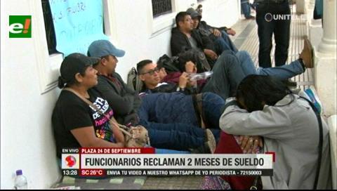 Funcionarios municipales exigen a la Alcaldía cruceña el pago de dos meses de sueldos