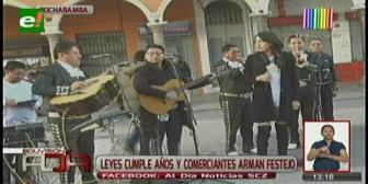 Comerciantes celebran cumpleaños de Leyes frente a la Alcaldía cochabambina