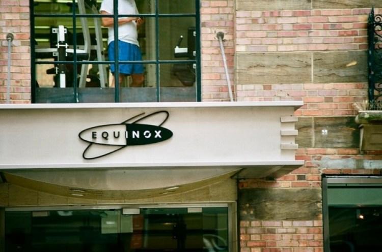 Tras abonar costos de entrada que se ubican entre los 200 y 300 dólares, los miembros de la exclusiva cadena de gimnasios Equinox pagan hasta USD 250 mensuales para poder ingresar a todas las filiales en EEUU.