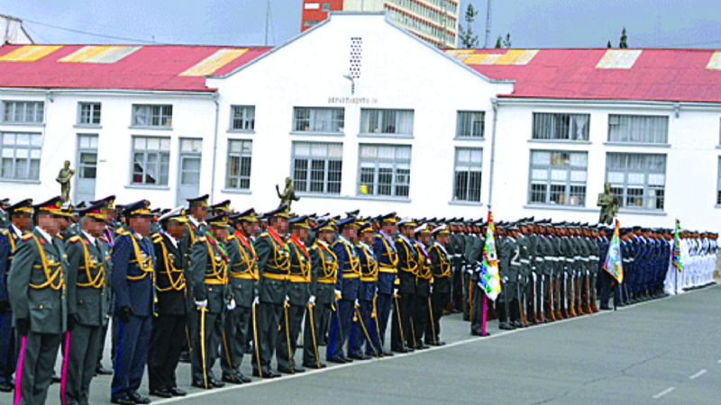 "Militares activos aseguran que FFAA ""tocaron fondo"" por el caso medalla"