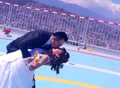 Imágenes de la primera pareja de recién casados que visitó el helipuerto de la Casa Grande del Pueblo (Foto: Ministerio de Cultura)