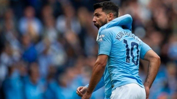 Agüero marcó tres goles en la goleada de este domingo por 6-1 del Manchester City sobre el Huddersfield(EFE)