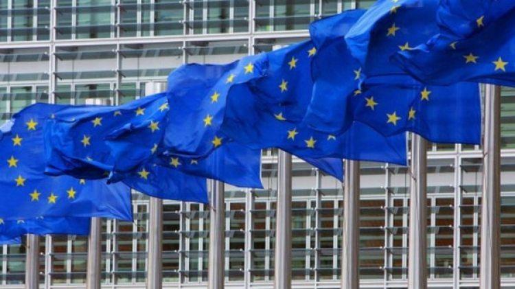 Banderas de la Unión Europea frente al Parlamento de Bruselas (Reuters)