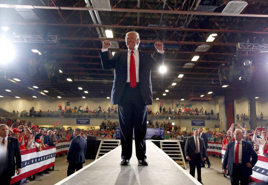 El presidente Donald Trump tras un acto de campaña en Great Falls, Montana, el 5 de julio de 2018. (Reuters)