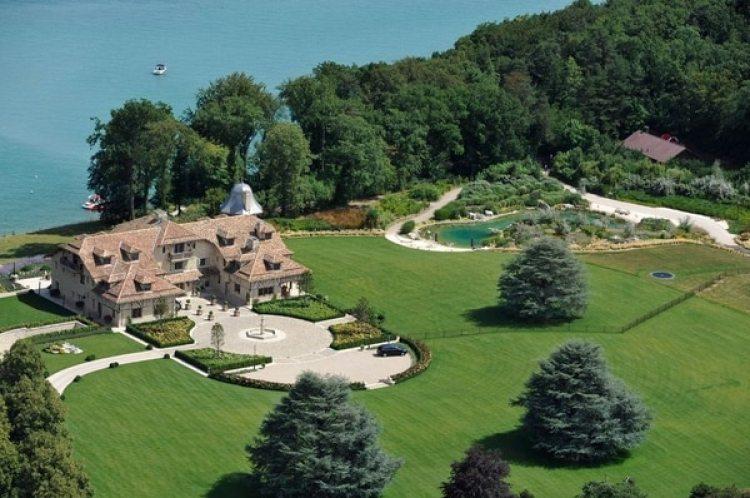 La mansión de Michael Schumacher en Gland, Suiza, a orillas de un lago, donde pasa sus días de recuperación