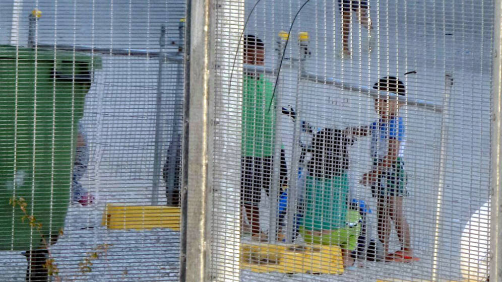 Foto: Niños jugando en el centro de detención de Nauru. (Amnistía/Reuters)