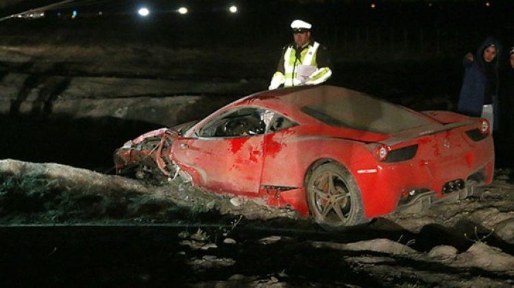Así quedó la Ferrari que conducía Vidal en 2015. Iba borracho desde el casino hacia la concentración de la selección chilena. Le quitaron el carnet de conducir. Pero el técnico Sampaoli lo perdonó
