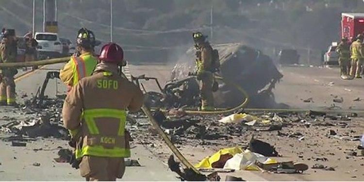 Bomberos actuando en lugar del accidente en San Diego