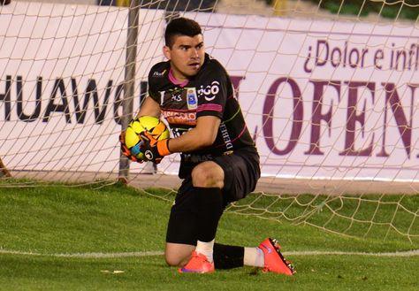 Hugo Suárez durante un cotejo en el fútbol boliviano. Foto: Archivo La Razón